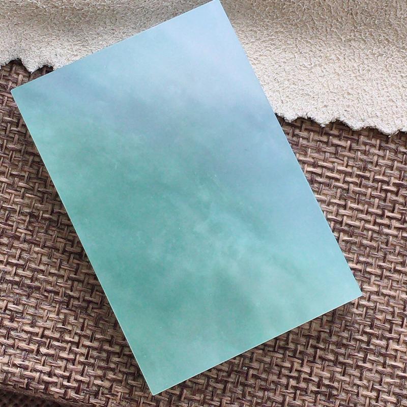 自然光实拍,缅甸a货翡翠,冰润素面牌,种水好,玉质细腻,通过,颜色漂亮,形体好,厚装,镶嵌佳品