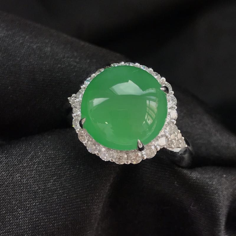 天然翡翠A货,18K金伴钻镶嵌,满绿戒指,高品质,色泽鲜艳,饱满圆润,玉质细腻,款式新颖独特,质量超