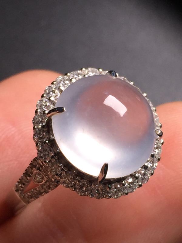 翡翠A货,高冰蛋面戒指,18k真金真钻镶嵌,完美,种水超好,玉质细腻。整体尺寸:15.1*14.9*