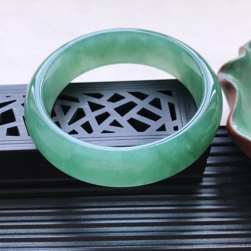 【天然翡翠A货细糯种满绿正圈手镯,尺寸55.1-16.5-7.5mm,有纹玉质细腻,种水好,胶感十足,底色好,上手效果漂亮##】图2