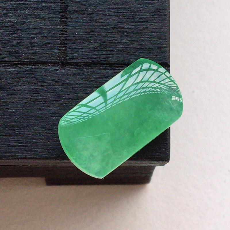自然光实拍,缅甸a货翡翠,满绿马鞍戒面,种好通透,玉质莹润,颜色漂亮,镶嵌效果好