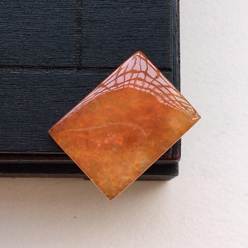 自然光实拍,缅甸a货翡翠,满色方块,种水好,颜色漂亮,玉质莹润,镶嵌效果好