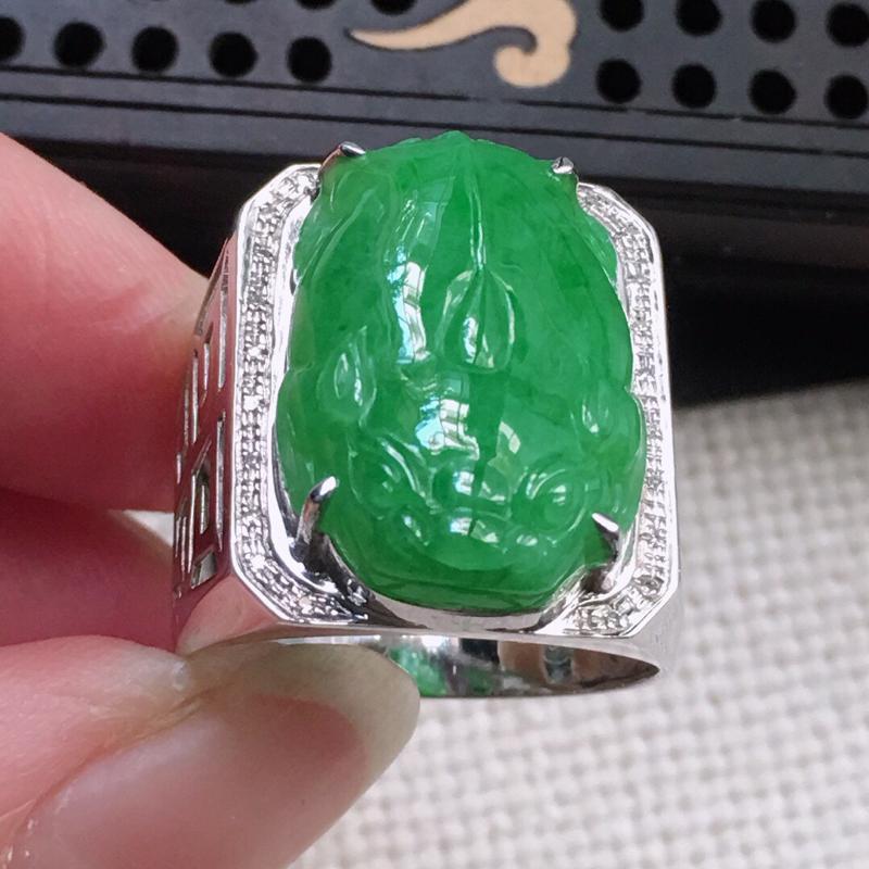 缅甸翡翠19圈口18k金围钻镶嵌满绿貔貅戒指,自然光实拍,颜色漂亮,玉质莹润,佩戴佳品,内径:19.