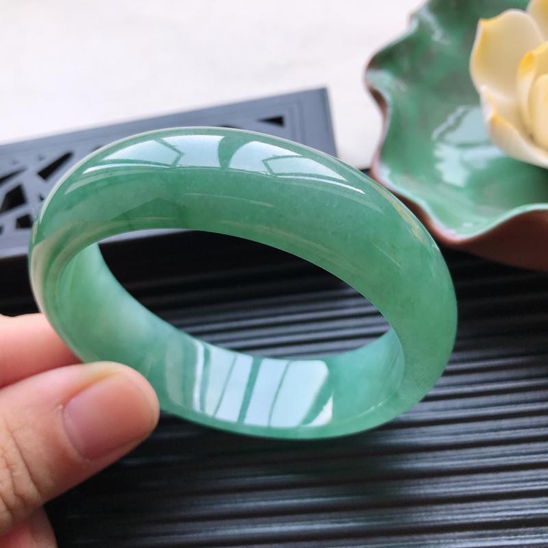 【天然翡翠A货细糯种满绿正圈手镯,尺寸55.1-16.5-7.5mm,有纹玉质细腻,种水好,胶感十足,底色好,上手效果漂亮##】图4
