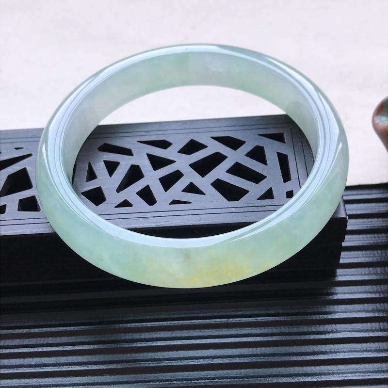 天然翡翠A货糯化种飘黄翡正圈手镯,尺寸56.6-11-7.2mm,玉质细腻,种水