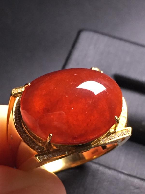 翡翠A货,红翡蛋面戒指,18k真金真钻镶嵌,完美,种水超好,玉质细腻。整体尺寸:16.4*22.3*
