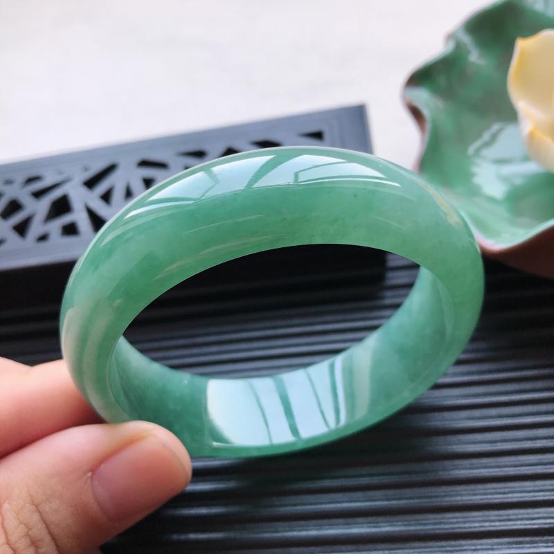 【天然翡翠A货细糯种满绿正圈手镯,尺寸55.1-16.5-7.5mm,有纹玉质细腻,种水好,胶感十足,底色好,上手效果漂亮##】图5