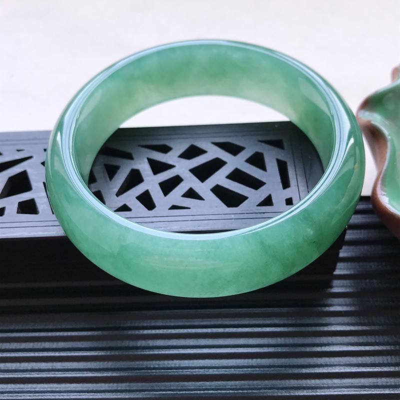 天然翡翠A货细糯种满绿正圈手镯,尺寸55.1-16.5-7.5mm,有纹玉质细