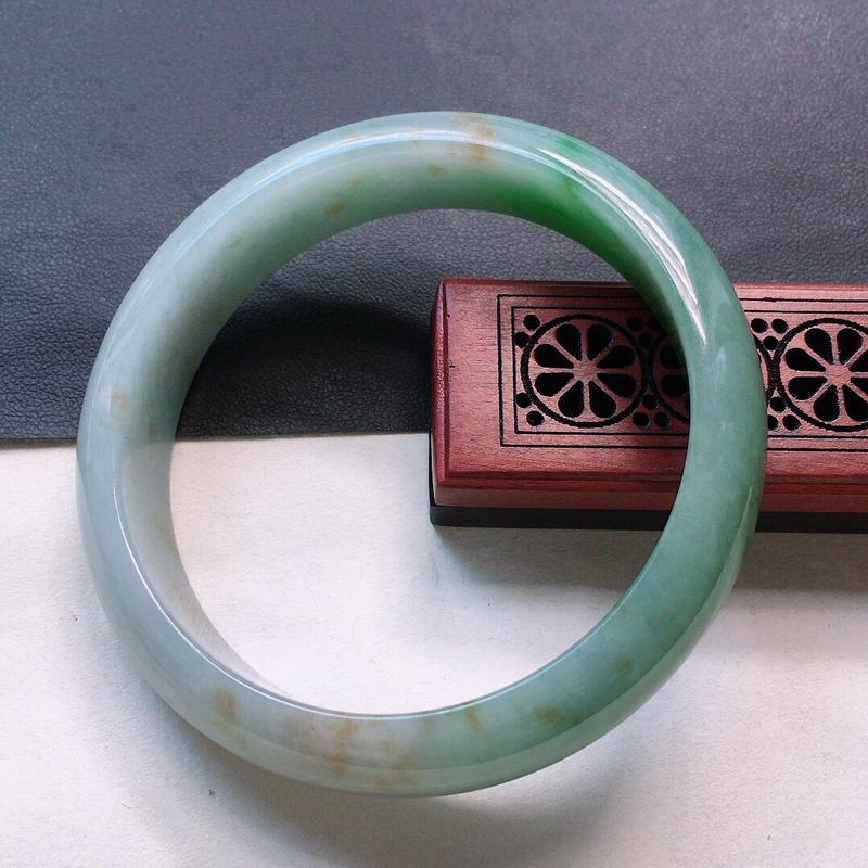 缅甸翡翠56圈口带绿正圈手镯,自然光实拍,颜色漂亮,玉质莹润,佩戴佳品,尺寸:56.2*13.8*7