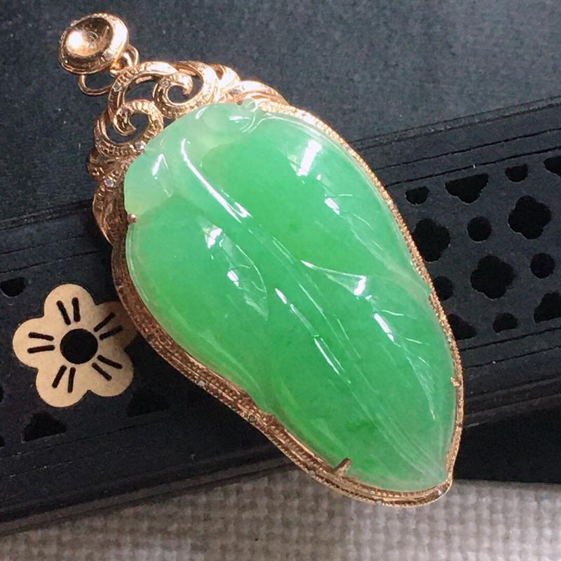 缅甸翡翠18k金围钻镶嵌满绿叶子吊坠,自然光实拍,颜色漂亮,玉质莹润,佩戴佳品,包金尺寸:48.0*