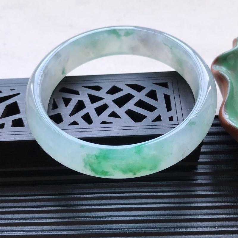 天然翡翠A货细糯种飘花正圈手镯,尺寸58.5-14.1-7.1mm,玉质细腻,种