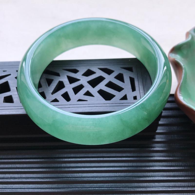 【天然翡翠A货细糯种满绿正圈手镯,尺寸55.1-16.5-7.5mm,有纹玉质细腻,种水好,胶感十足,底色好,上手效果漂亮##】图3