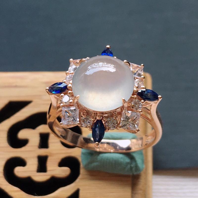 18k金镶嵌围钻冰种起光戒指,  料子细腻,雕工精美,颜色漂亮,  含金尺寸:17×9.5mm  裸