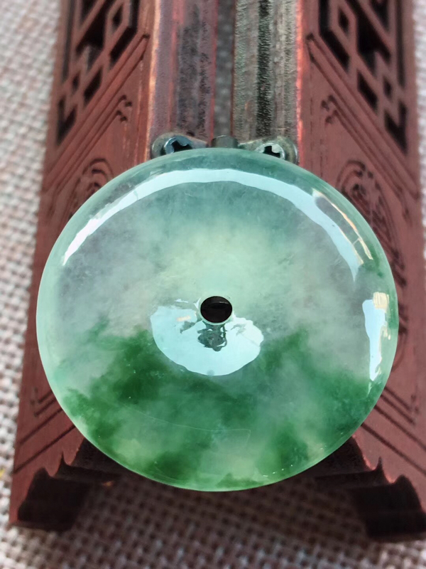 冰飘花翡翠平安扣,种老通透,水头好,完美,花色灵动,饱满,尺寸27.5/5.5mm性价比超高^_^