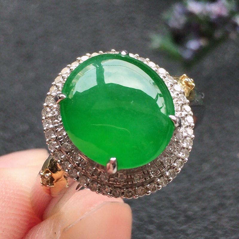 精品翡翠18K镶嵌伴钻戒指,雕工精美,玉质莹润,尺寸:内径:16.6MM,裸石尺寸:10.2*8.9