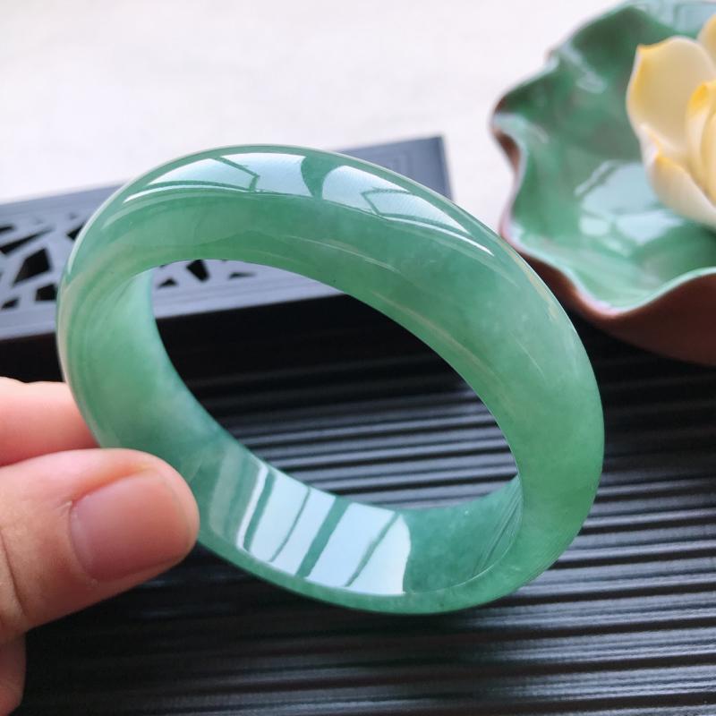 【天然翡翠A货细糯种满绿正圈手镯,尺寸55.1-16.5-7.5mm,有纹玉质细腻,种水好,胶感十足,底色好,上手效果漂亮##】图6