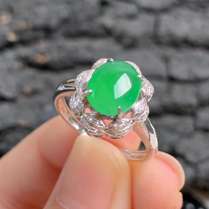 天然翡翠A货-满绿18K金镶嵌蛋面戒指_种好,玉质细腻,水头饱满,形体漂亮,水润精致,上手效果极佳,