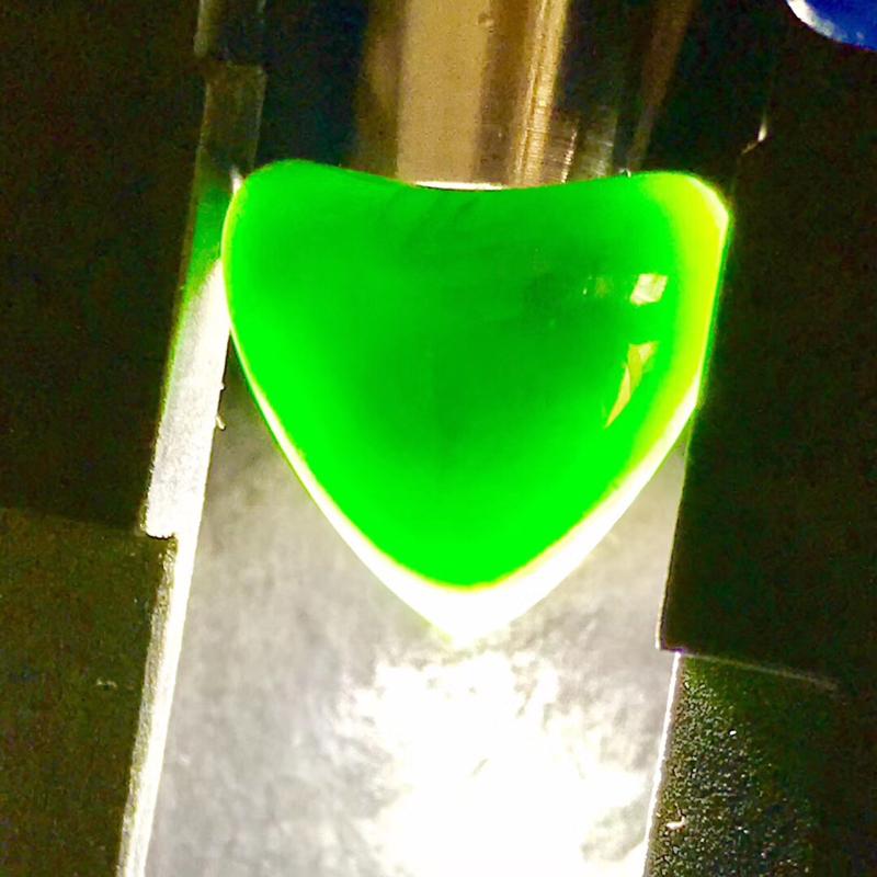 墨翠【爱心】完美无裂纹,细腻干净,黑度极黑,性价比高,雕工精湛,打灯透绿