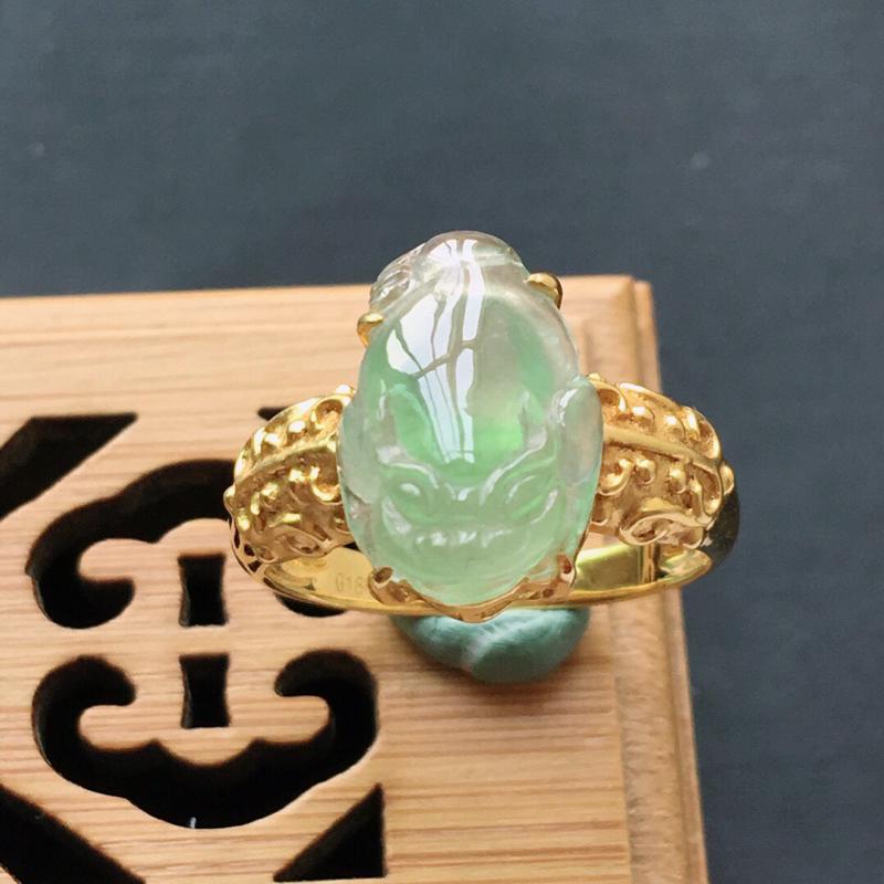 18k金镶嵌伴钻飘绿招财金蟾戒指, 料子细腻,雕工精美,颜色漂亮,  含金尺寸:13.5×9×7.5