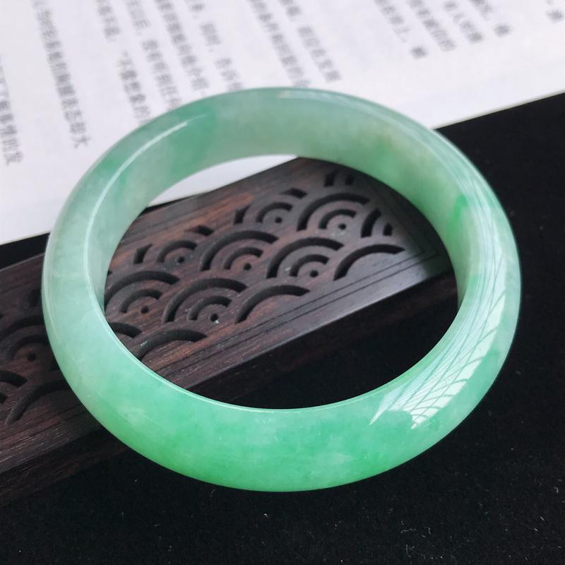 圈口55-56mm天然翡翠A货老坑糯化种飘绿正圈手镯,圈口:55.4×13.1×8.3mm,料子细腻