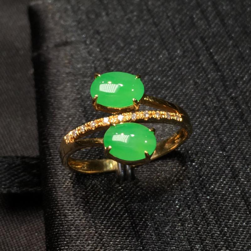 阳绿蛋面戒指 细润起胶 种水好 18k金加钻镶嵌 超值推荐 整体11.8*7.4*4.2 裸石6.7