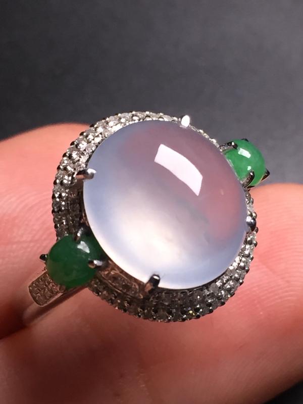 翡翠A货,高冰蛋面戒指,18k真金真钻镶嵌,完美,种水超好,玉质细腻。整体尺寸:16.3*18.7*