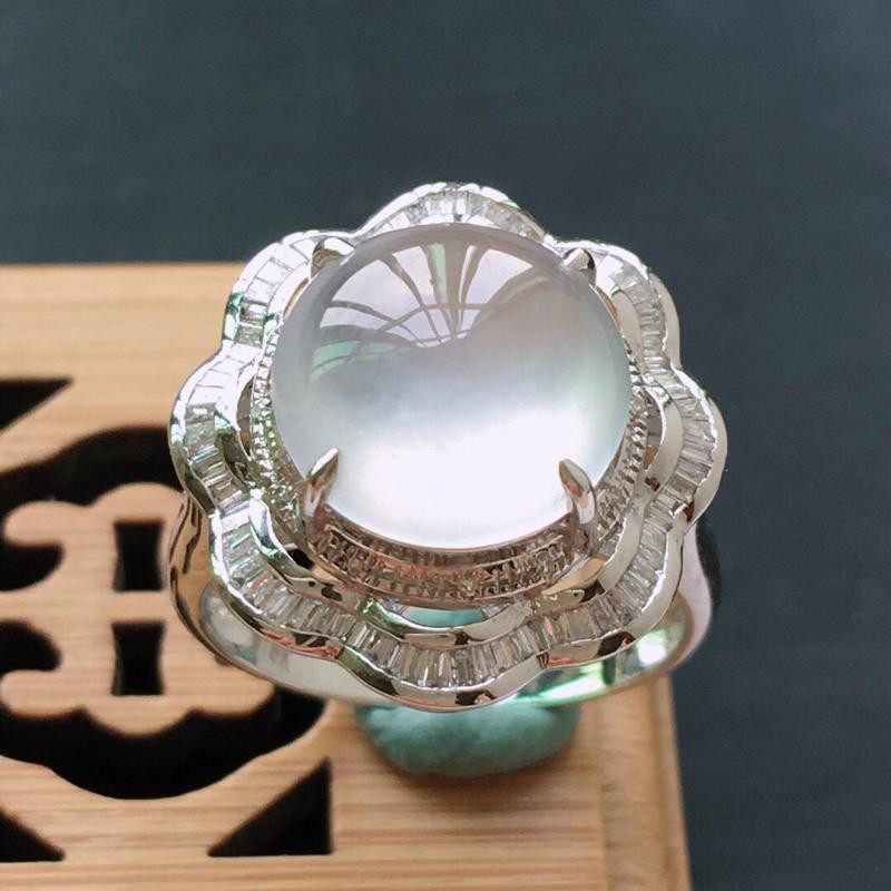 18k金镶嵌双围钻冰种起光蛋面戒指, 料子细腻,雕工精美,颜色漂亮,  含金尺寸:18×16.8×1