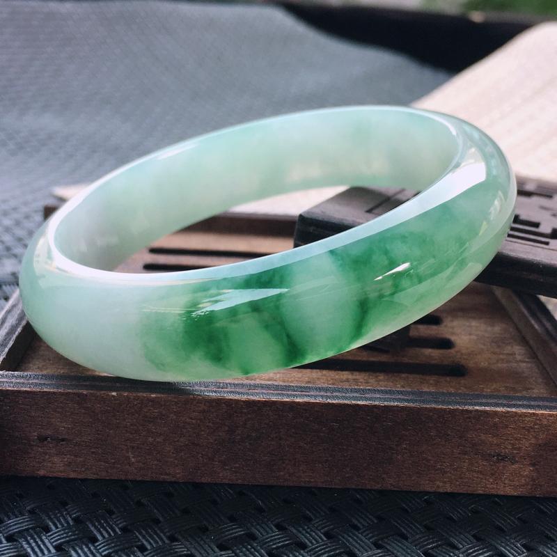 圈口:59,天然翡翠A货—飘绿莹润细腻宽边正圈手镯,尺寸:59.3/14.