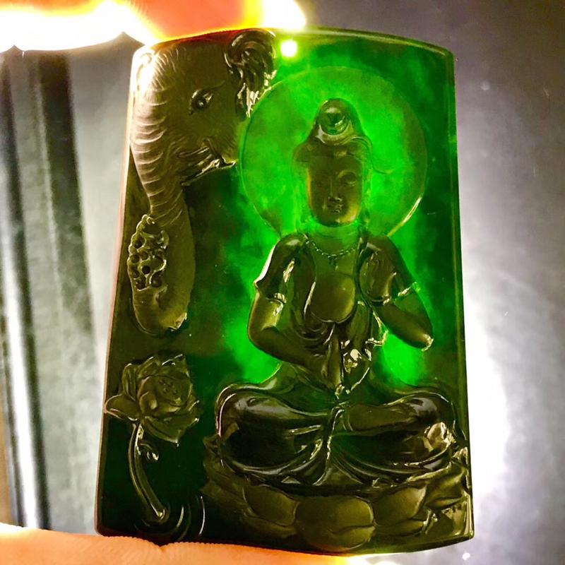 墨翠【普贤菩萨】完美无裂纹,细腻干净,黑度好,性价比高,雕工精湛,打灯透绿 。