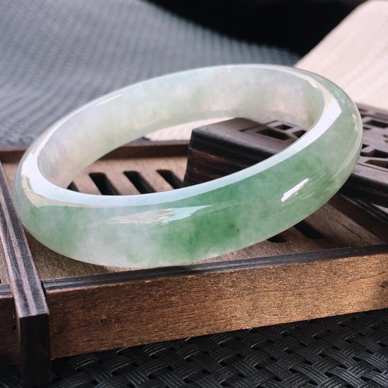 圈口:59-60,天然翡翠A货—飘绿莹润透光正圈手镯,尺寸: 59.8/13