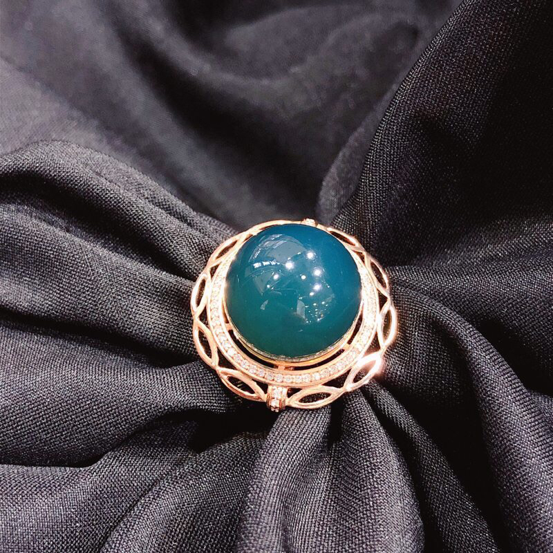 天然有机宝石 墨西哥蓝珀18k金镶嵌戒指,直径15mm,豪华设计,大气款、配镶天然南非钻,上手优雅大