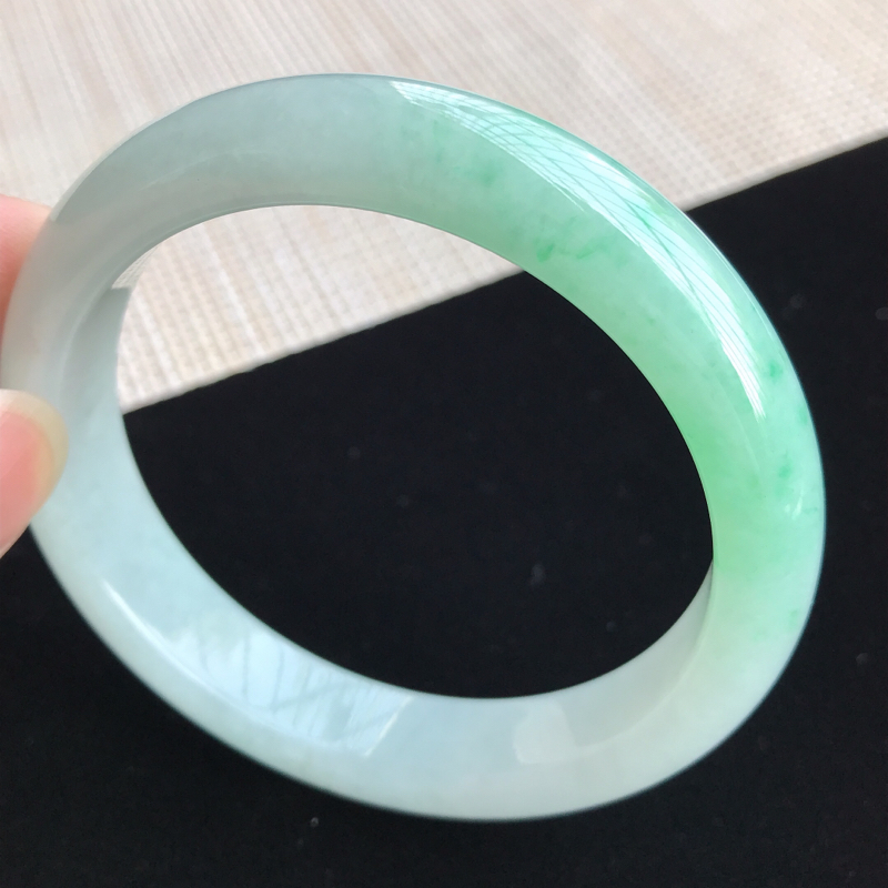圈口56-57mm天然翡翠A货老坑糯种飘绿正圈手镯,圈口:56.8×12.1×8mm,料子细腻,水头
