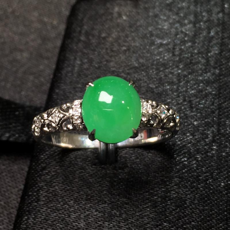 翠绿蛋面戒指 水润细腻 简约时尚 18k金加钻镶嵌 超值推荐 裸石尺寸7.9*7*3 圈口12