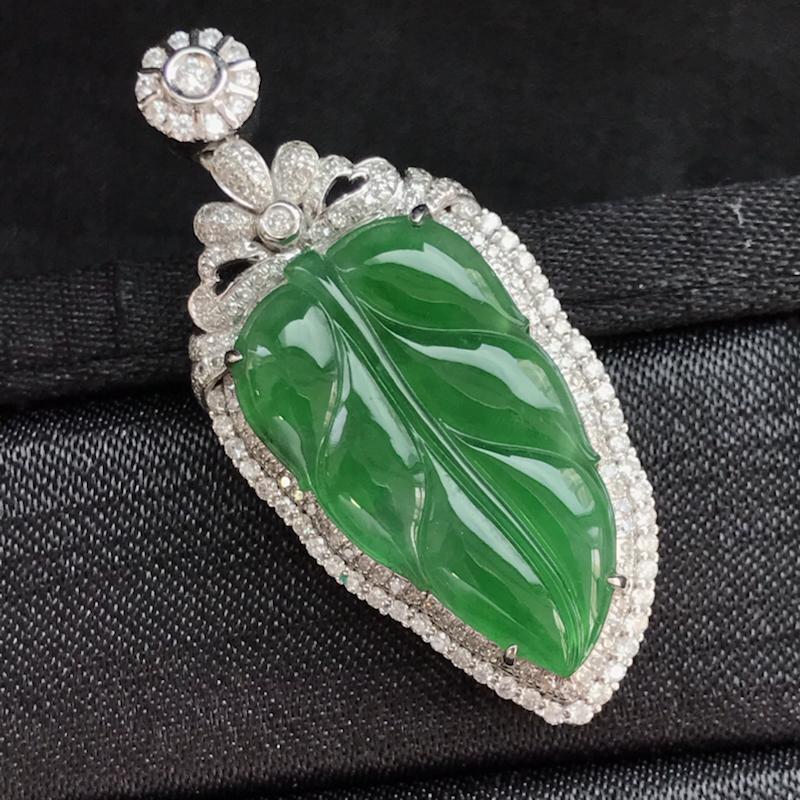 天然翡翠A货,18K金伴钻镶嵌,满绿叶子吊坠,高品质,色泽鲜艳,饱满圆润,玉质细腻,款式新颖独特,质