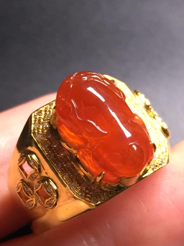 翡翠A货,红翡貔貅戒指,18k真金真钻镶嵌,完美,种水超好,玉质细腻。整体尺寸:14.3*14.8*