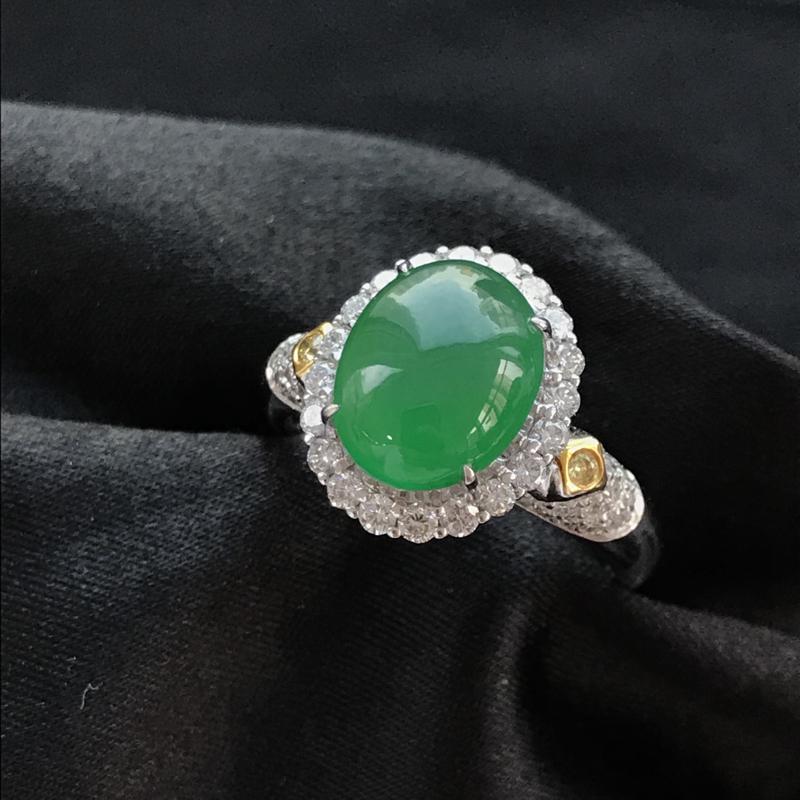 天然翡翠A货,18K金伴钻镶嵌,满绿戒指,高品质,色泽鲜艳,饱满圆润,玉质细腻,款式新颖时尚,质量超