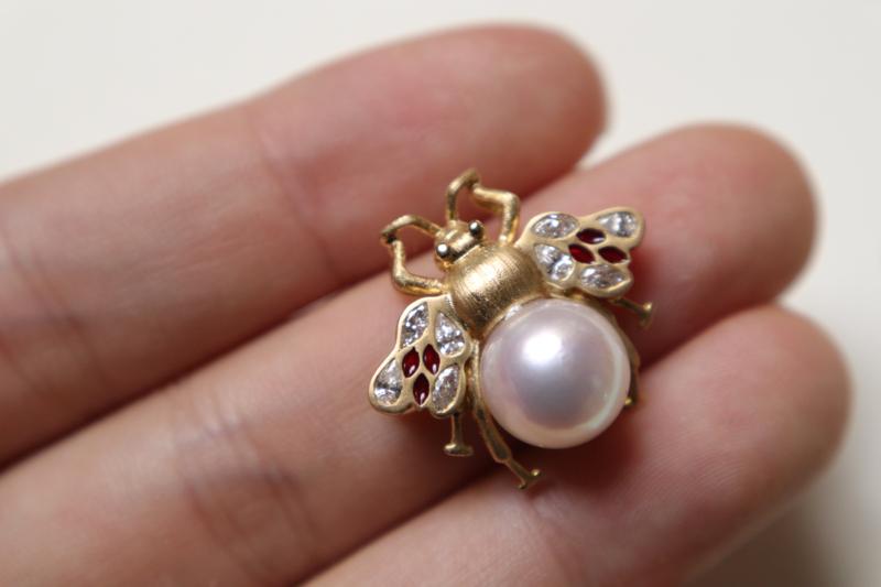 小蜜蜂海水珍珠胸针 🐝小蜜蜂真的特别流行啊,不管古董珠宝还是现代珠宝,都经常看到小蜜蜂的身影[嘿哈]