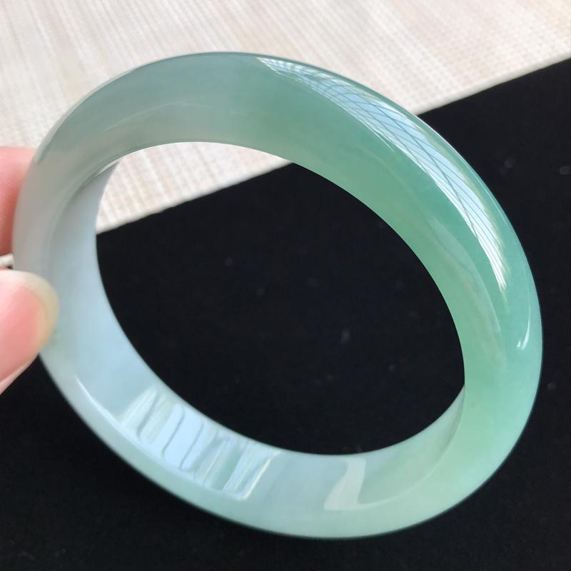 圈口56-57mm天然翡翠A货老坑糯化种飘绿正圈手镯,圈口:56.4×13.2×8.1mm,料子细腻
