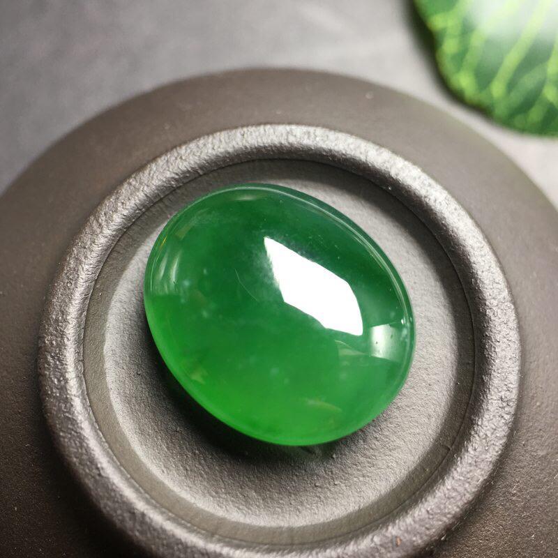 ❤️缅甸满绿蛋面吊坠:种老水足,色泽漂亮,干净起光,圆润饱满,完美无裂,圆圆满满,财源滚滚寓意佳,无