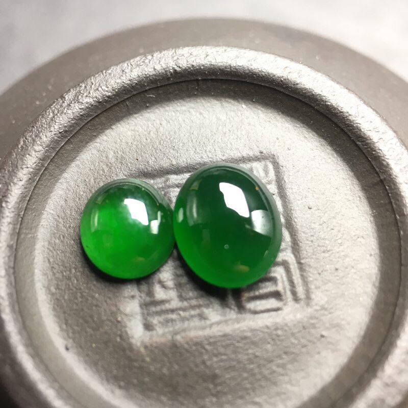 ❤️满绿蛋面裸石:种老水足,色泽漂亮,干净透光,圆润饱满,圆圆满满,财源滚滚寓意佳。尺寸:8.1--