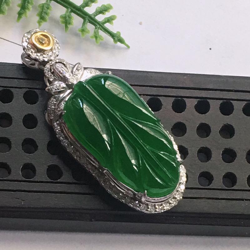缅甸翡翠18K金伴钻镶嵌满绿叶子吊坠,颜色好,玉质细腻,雕工精美,佩戴送礼佳品,包金尺寸: