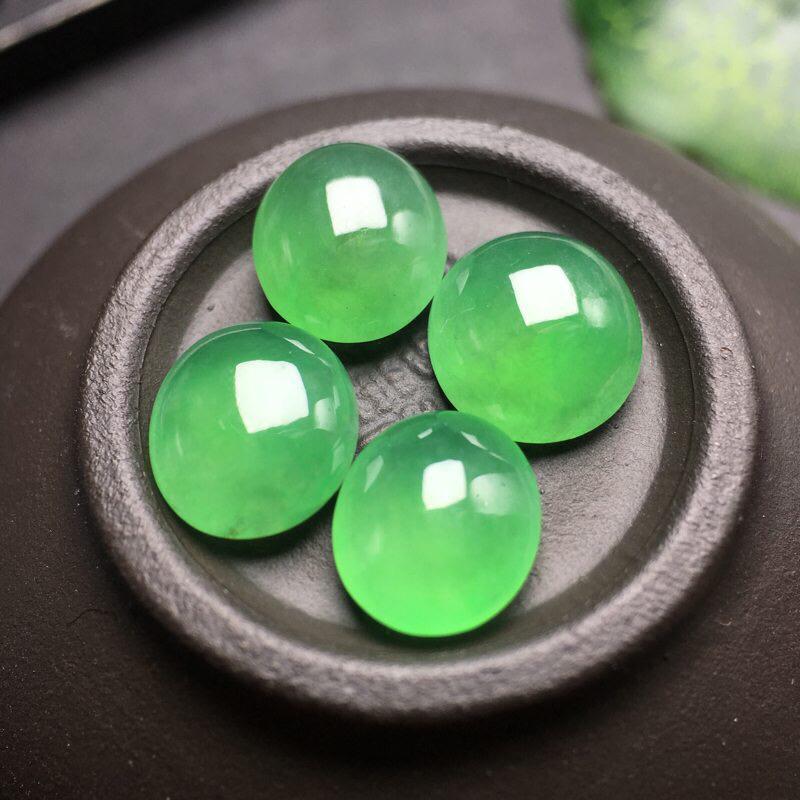 ❤️缅甸满绿蛋面裸石一手:种老水足,色泽漂亮,干净透光,圆润饱满,可镶嵌成手链或项链,镶嵌效果翻番,
