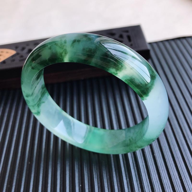 天然翡翠A货冰糯种飘花正圈手镯,尺寸54.5-13.9-7.6mm,玉质细腻,种