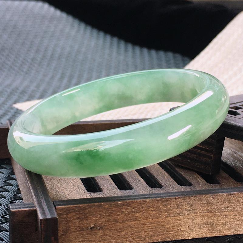 圈口:57-58,天然翡翠A货—飘绿莹润透光正圈手镯,尺寸: 57.6/12.2/7