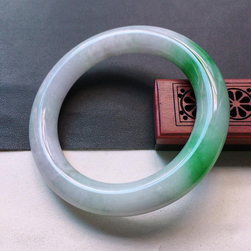 缅甸翡翠52圈口带绿圆条手镯,自然光实拍,颜色漂亮,玉质莹润,佩戴佳品,尺寸:52.1*10.2*1
