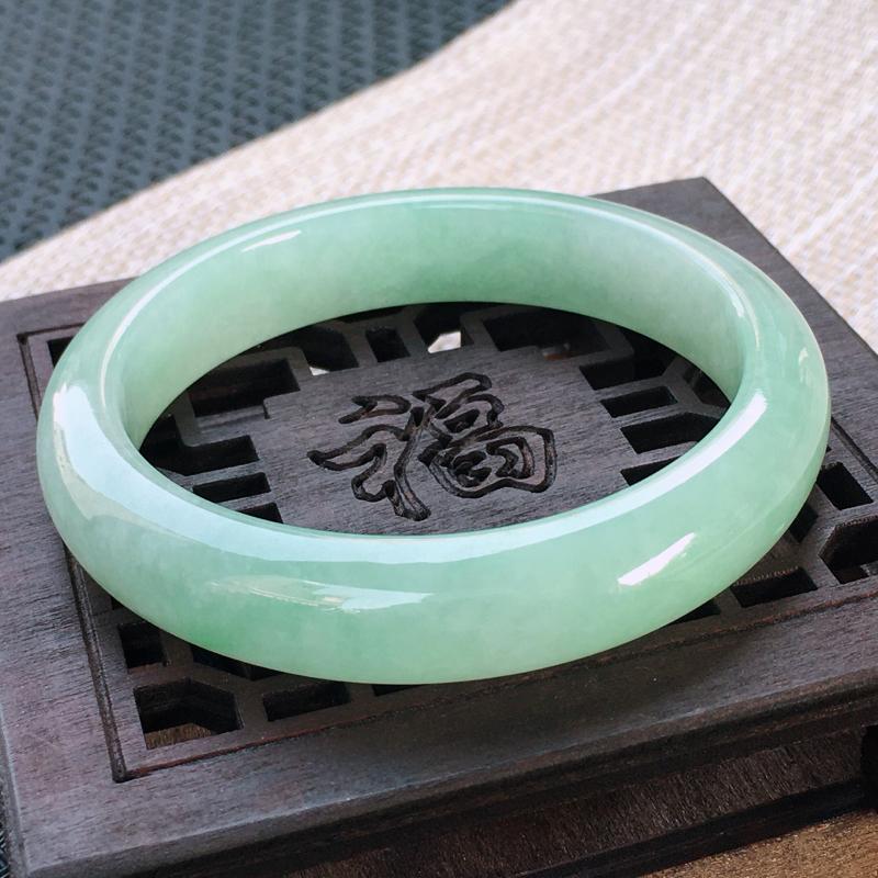 圈口:55-56,天然翡翠A货—浅绿莹润正圈手镯,尺寸:55.7/12/8,小细
