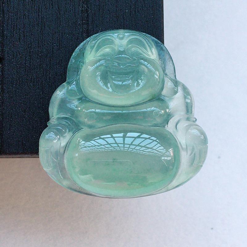 自然光实拍,缅甸a货翡翠,带绿佛公,种好通透,玉质莹润,颜色漂亮,品相佳