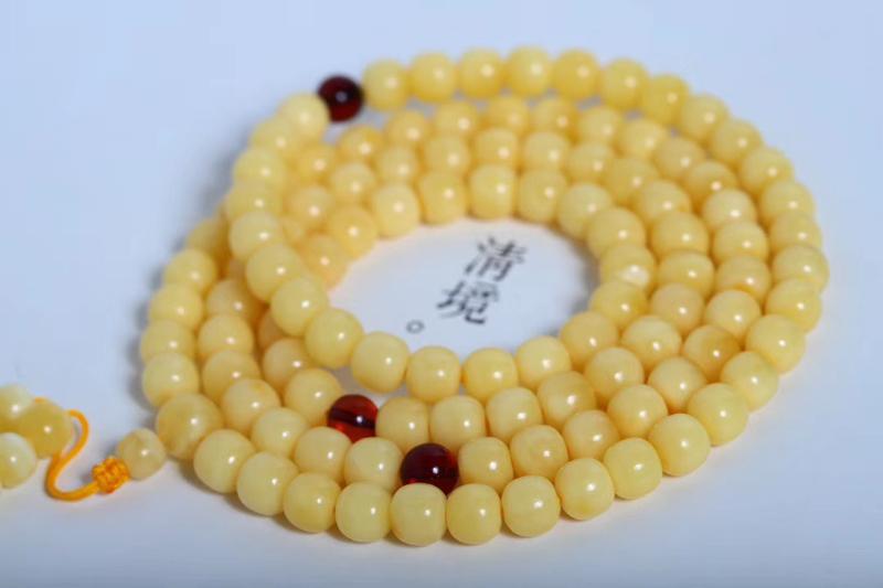 「老型108佛珠」精选浓郁黄蜡  蜡质非常舒适厚重  圆珠纯手工精改  颗粒更加饱满  品相精美