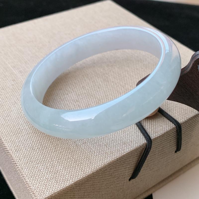 天然A货翡翠_水润翡翠正圈手镯57.7mm,料子细腻,水润秀气,色彩鲜艳,条形优雅,上手效果好
