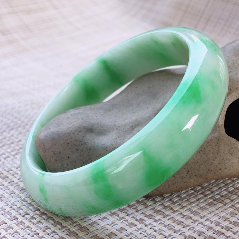 正圈57-88,天然A货翡翠-莹润优雅,精美飘绿,质地细腻,颜色漂亮,正装玉手镯 ,尺寸圈口57.2